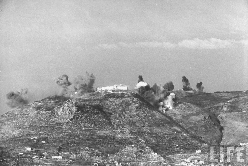 <p class='eng'>Rapido Valley action shows smoke atop ridge where the bombing of the ancient Abbey Monte<br /> Cassino is underway during the Allied push to take the area from German hands. LIFE, february<br /> 1944. Photographer George Rodger</p>