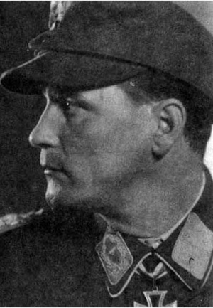<p>Tenente colonnello Reinhard Egger, comandante del 4° Reggimento paracadutisti<br /> tedeschi.</p><p class='eng'>Reinhard Egger,Oberleutnant Führer 10./Fsch.Jäg.Rgt 1<br /> Knight's Cross-9th July<br /> 1941<br /> Oak Leaves-24th June 1944<br /> Joined Austrian Army 1929.Joined<br /> Wehrmacht 1938.Awarded KC on recommendation of his commander Major Schulz for his performance<br /> at Crete,1941.Later fought in Russia,Sicily.Promoted to Major,I/FJR4.Temporary commander of<br /> FJR4 at Cassino.Captured 31st July 1944.<br /> From Kurowski</p>