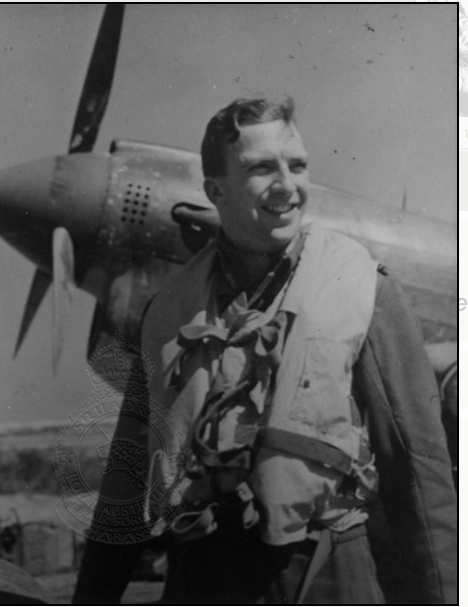 <p class='eng'>The CO at Cutella, Ken SANDS. Squadron leader No.450 RAAF Squadron.<br /> http://www.450squadron.org.au</p>