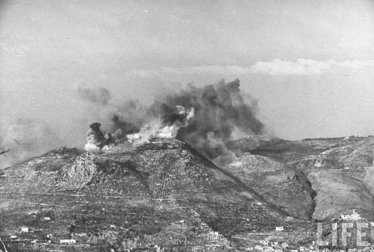 <p class='eng'>15 February, 1944. The Abbey of Monte Cassino was bombed. Photographer George Rodger.</p>